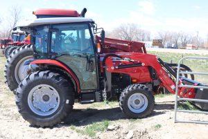 massey-ferguson-1750M-compact-cab-tractor-image3