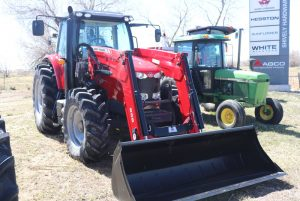 massey-ferguson-6715s-utility-farm-cab-tractor-image1